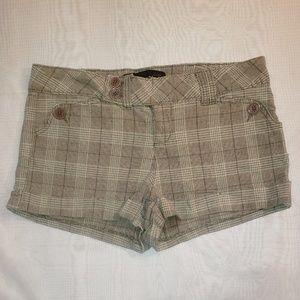 LEI. Cuffed shorts. Size 11